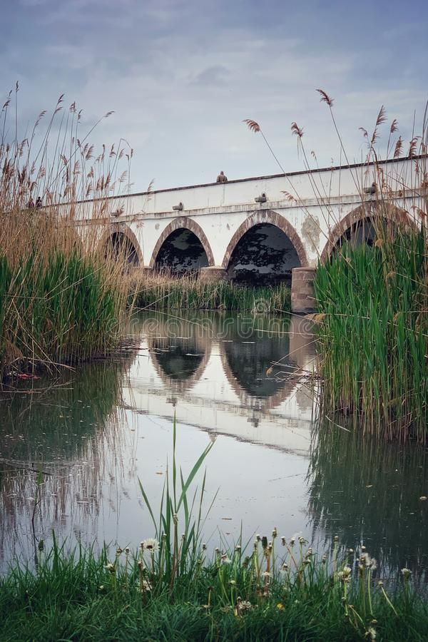 Puente de nueve agujeros en Hungr?a imagenes de archivo