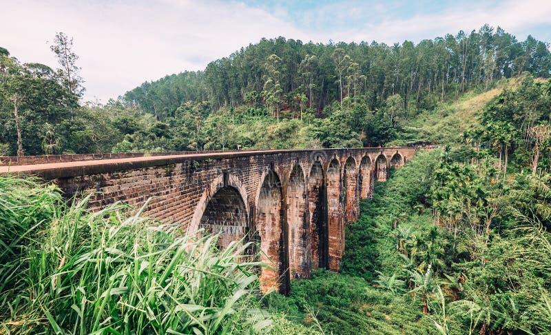 Puente de nueve arcos o el puente en el cielo - es un puente en Demodara, Sri Lanka foto de archivo