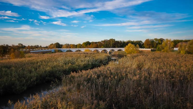 Puente de nueve hoyos en Hortobagy, Hungría fotografía de archivo libre de regalías