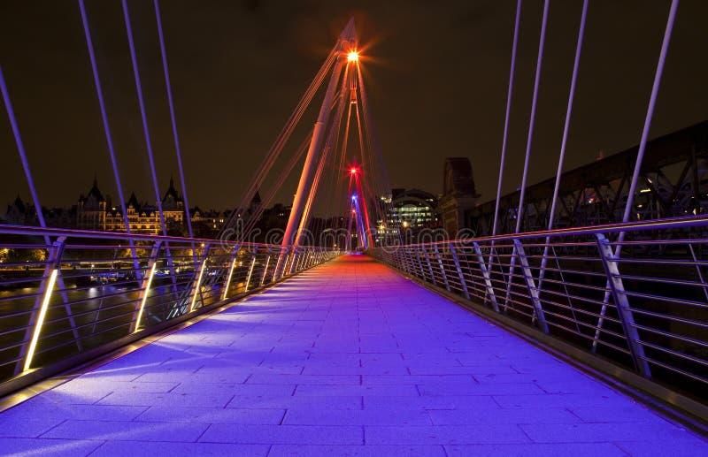 Puente de oro del jubileo en Londres imagen de archivo