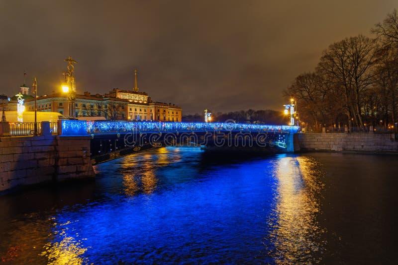 Puente de Panteleymonovsky sobre el río de Fontanka en la noche St Petersburg, Rusia foto de archivo libre de regalías