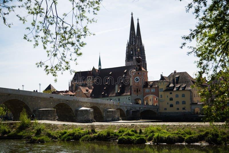 Puente de piedra en Regensburg, puente cultural, histórico imagen de archivo