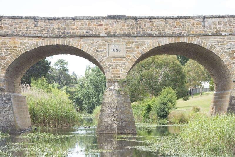 Puente de piedra histórico viejo en Richmond, Tasmania imágenes de archivo libres de regalías