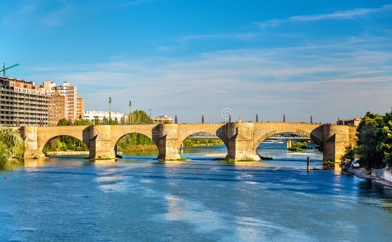 Puente DE Piedra in Zaragoza, Spanje stock foto