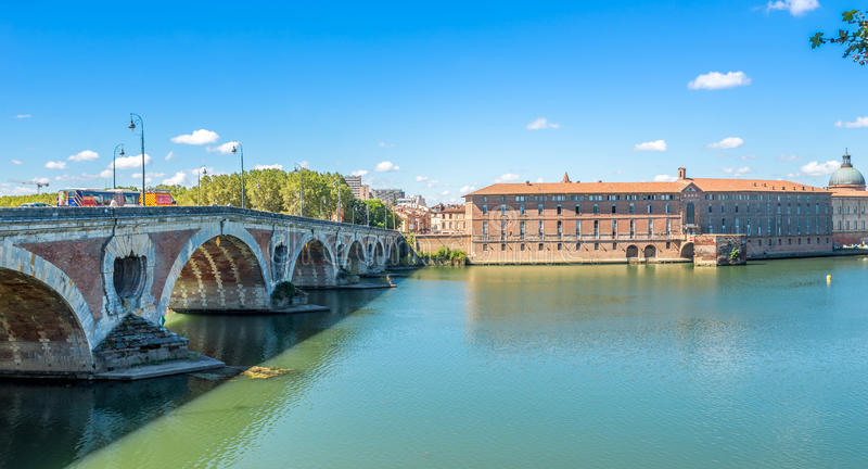 Puente de Pont Neuf en Toulouse imagenes de archivo