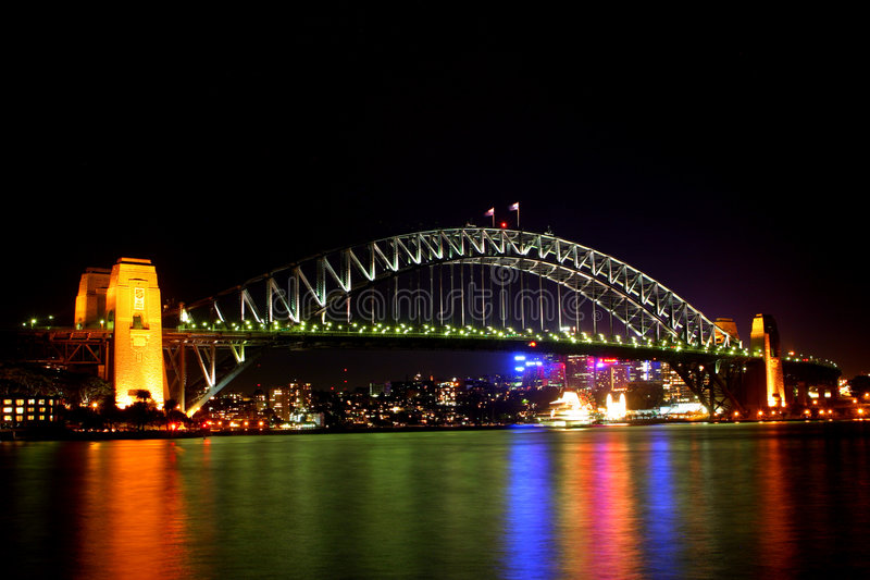 Puente de puerto de Sydney en la noche imágenes de archivo libres de regalías