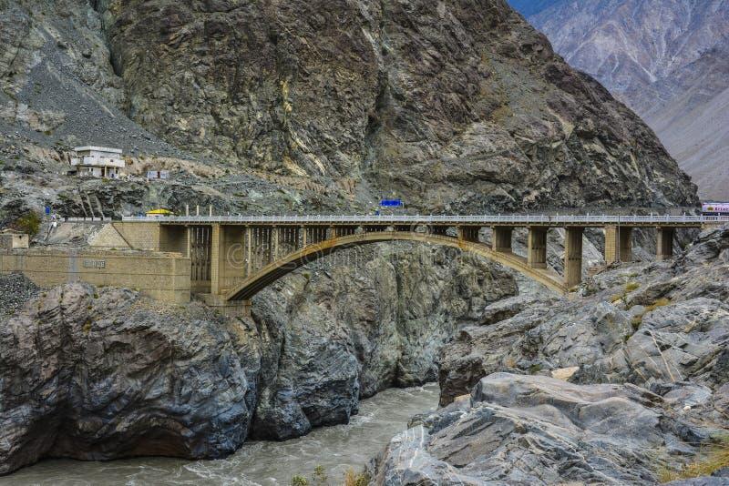 Puente de Raikot en el río Indo imagen de archivo