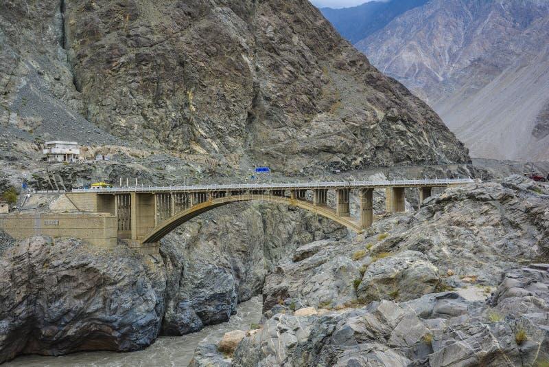 Puente de Raikot en el río Indo imágenes de archivo libres de regalías