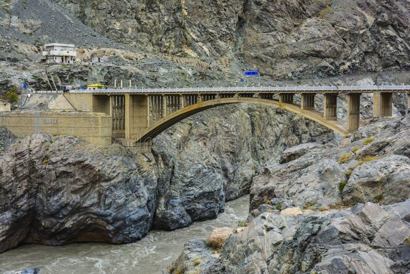 Puente de Raikot en el río Indo foto de archivo libre de regalías