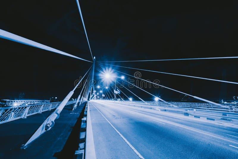 Puente de Rama 8 con el camino o calle y cables en la estructura del concepto de la arquitectura de la suspensión, ciudad urbana, foto de archivo