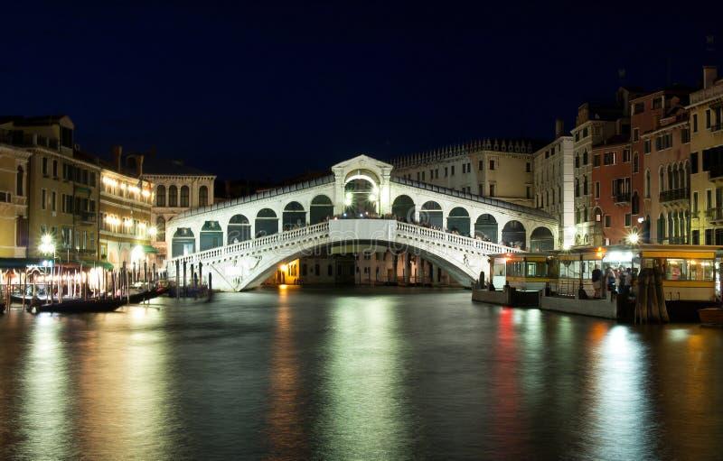 Puente de Rialto en Venecia, Italia fotos de archivo