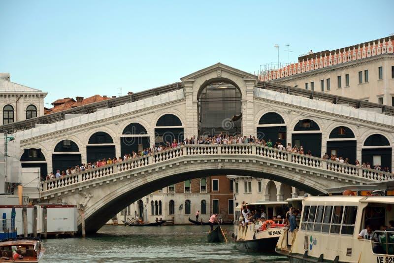 Puente de Rialto en Venecia - Italia fotos de archivo libres de regalías