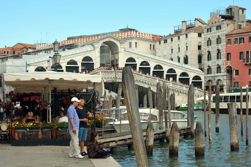 Puente de Rialto en Venecia - Italia fotografía de archivo