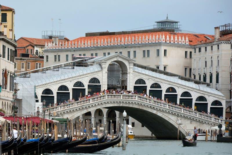 Puente de Rialto en Venecia - Italia imagen de archivo