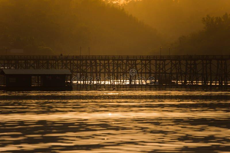 Puente de Sagklaburi en Tailandia fotografía de archivo libre de regalías