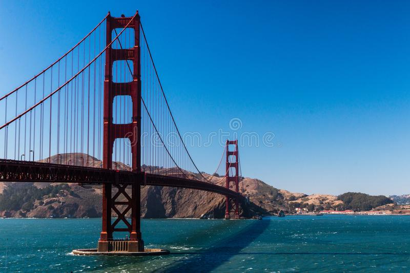 Puente de San Francisco Golden State con el cielo azul fotos de archivo libres de regalías