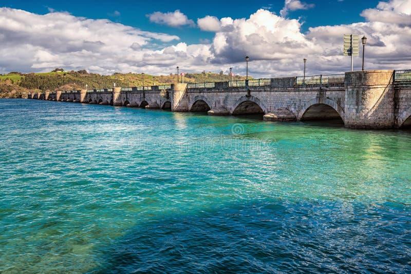Puente de San Vicente de la Barquera foto de archivo libre de regalías