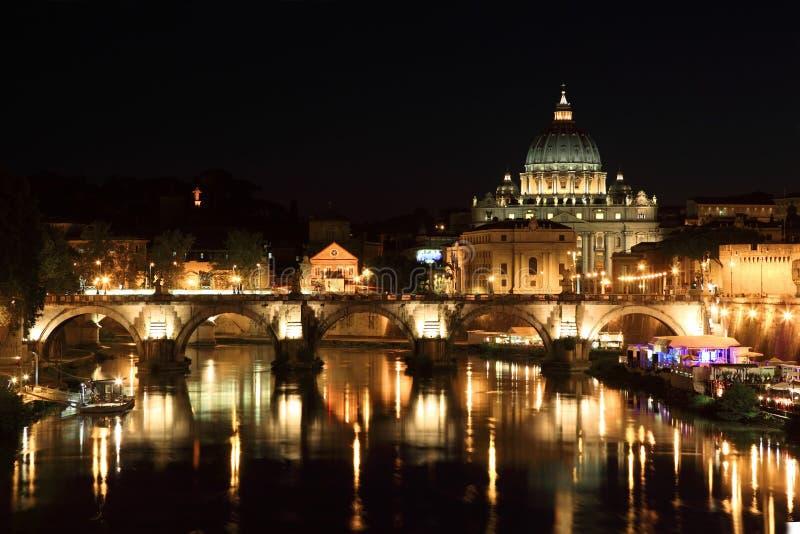 Puente de Sant Ángel y basílica de San Pedro foto de archivo libre de regalías