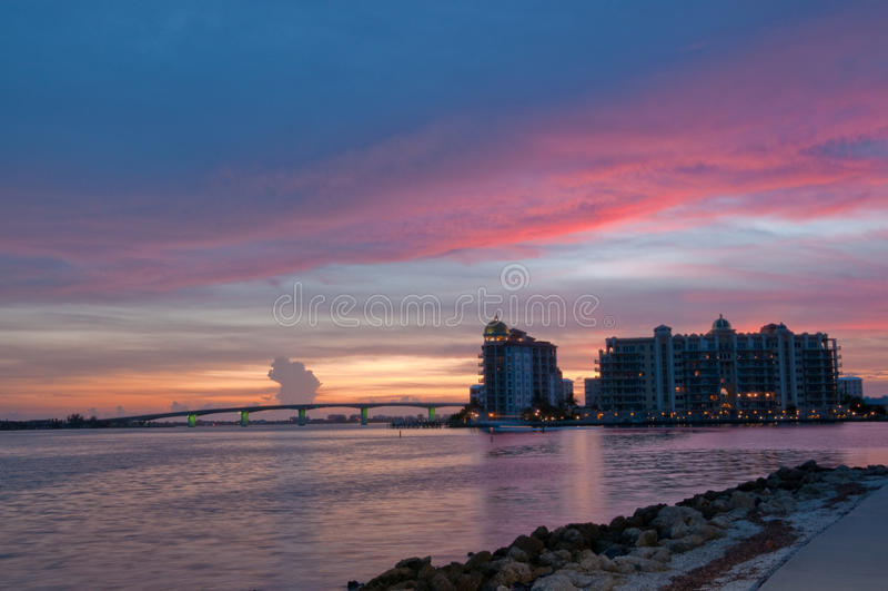 Puente de Sarasota en la puesta del sol foto de archivo libre de regalías