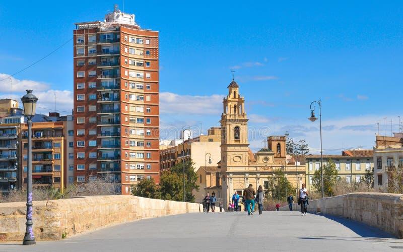 Puente de Serrano en la ciudad de Valencia, España fotografía de archivo