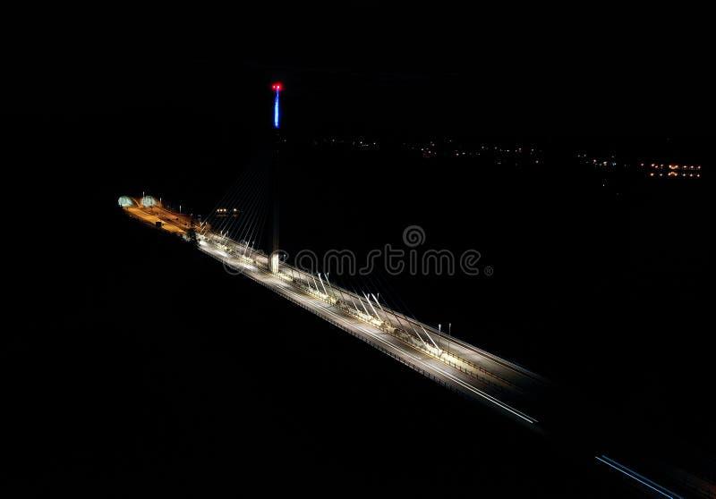 Puente de Smaalenene en Noruega sobre el río Glomma fotografía de archivo