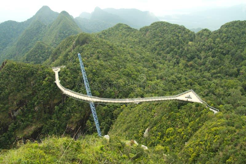 Puente de suspensión curvado fotos de archivo