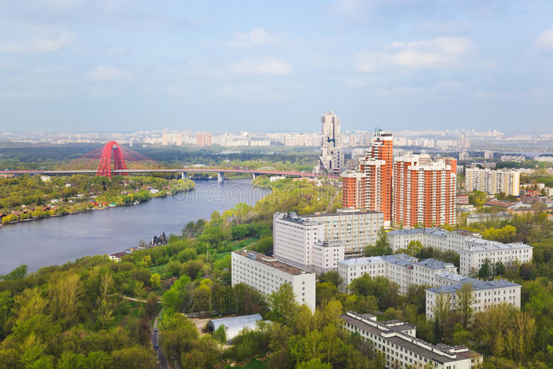 Puente de suspensión en Moscú, Rusia imagen de archivo