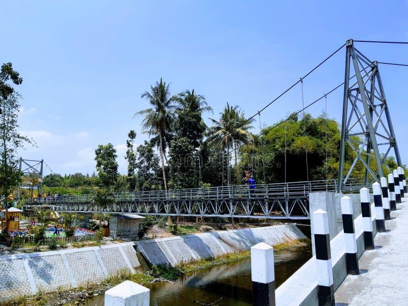 Puente de suspensión de Tegaldowo imágenes de archivo libres de regalías
