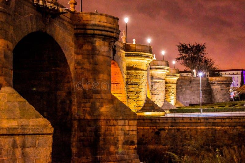 Puente de Toledo, noche del centro de ciudad de Madrid, España imagen de archivo libre de regalías