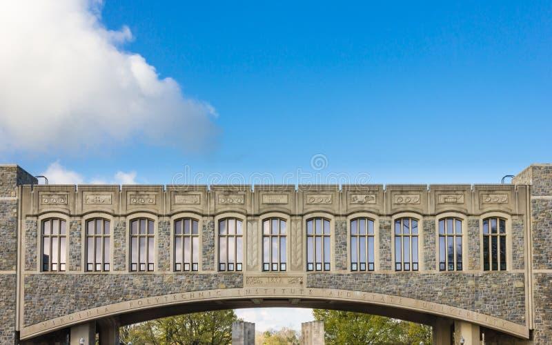 Puente de Torgersen en Virginia Tech University fotografía de archivo