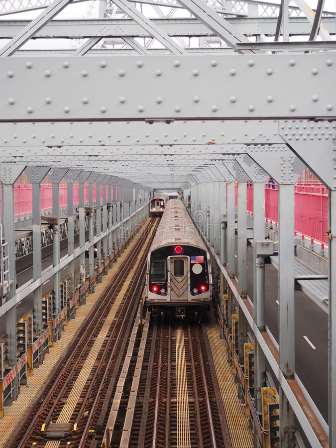 Puente de travesía del tren imagen de archivo libre de regalías
