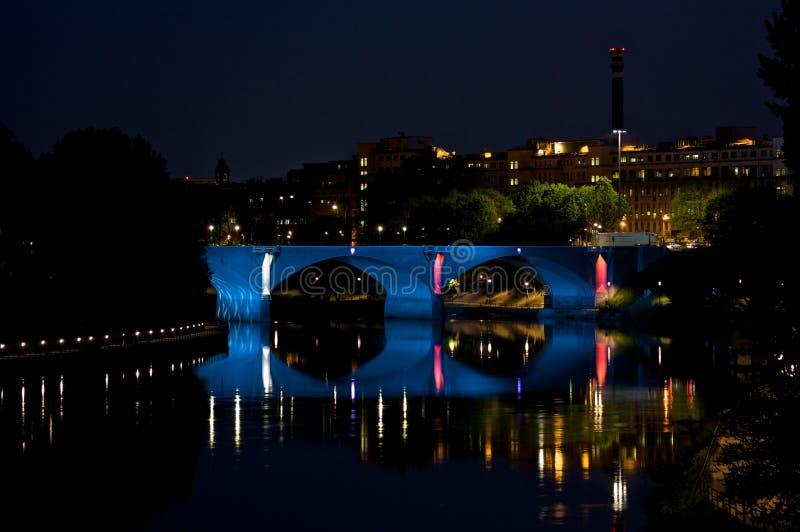 Puente de Turín por noche imágenes de archivo libres de regalías