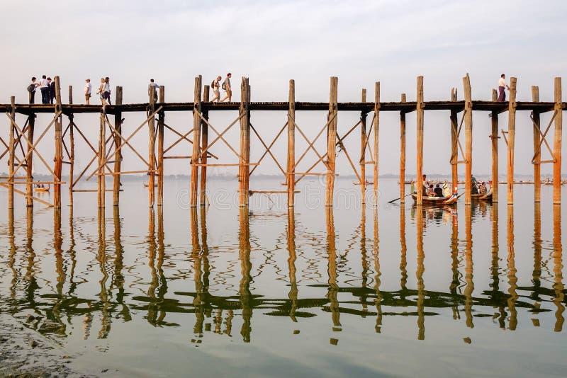 Puente de U Bein, Amarapura, Myanmar fotografía de archivo libre de regalías