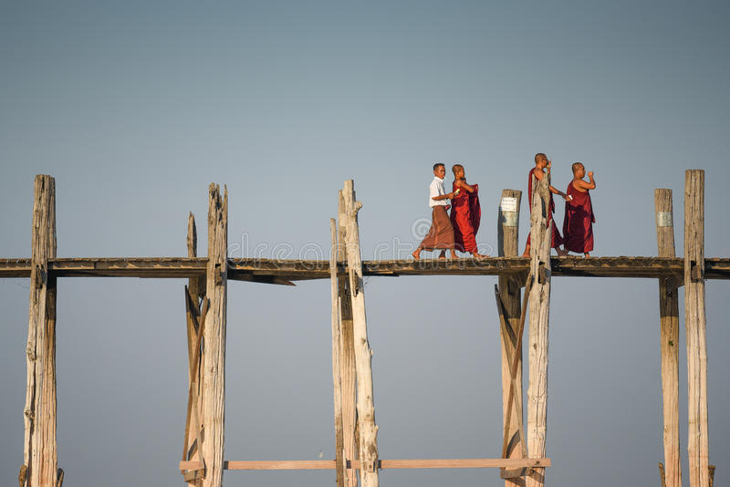 Puente de U Bein en Amarapura, Myanmar fotografía de archivo