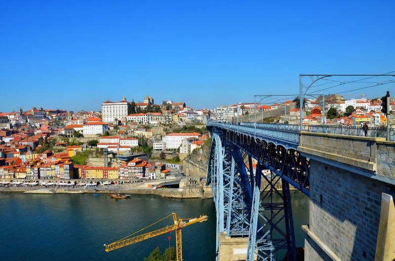 Puente de Vila Nova de Gaia y de Dom Luis I, visión desde Ribeira, Portugal foto de archivo