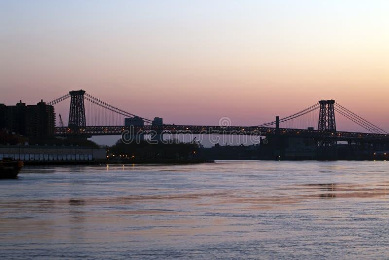 Puente de Williamsburg en la salida del sol fotografía de archivo libre de regalías
