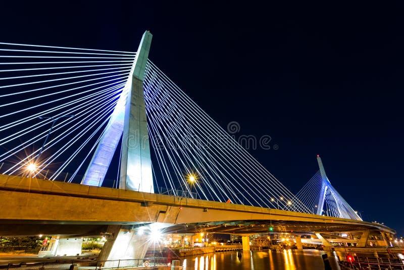Puente de Zakim por noche foto de archivo