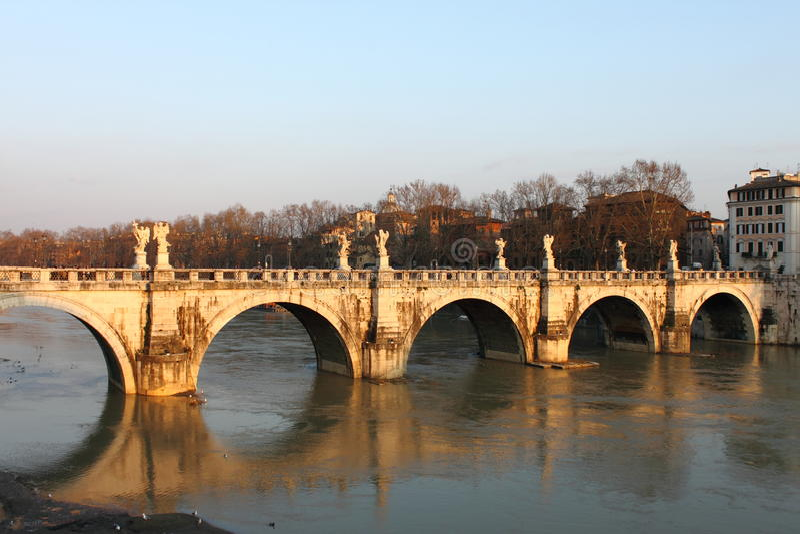 Puente del ángel del santo en Roma fotos de archivo