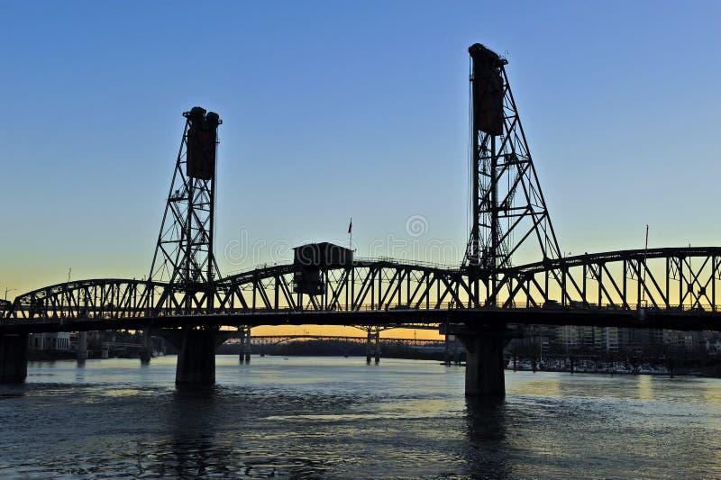Puente del acero de Silhoutte imagen de archivo libre de regalías