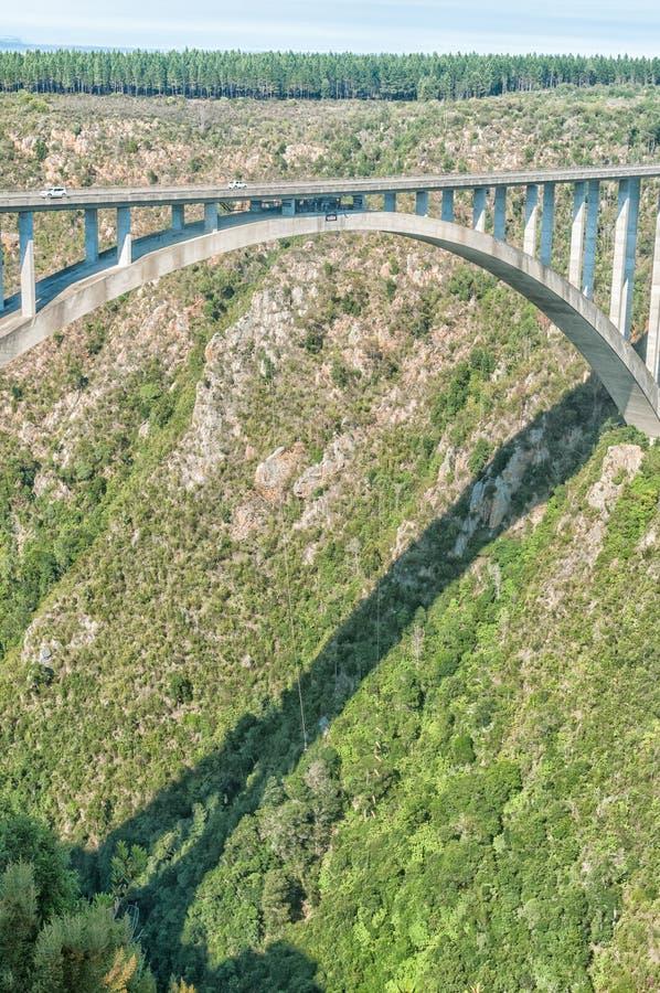Puente del amortiguador auxiliar en el puente de Bloukrans foto de archivo