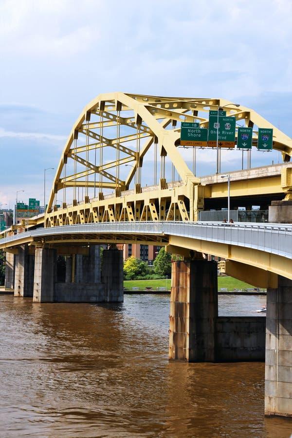 Puente del arco de la cuerda de arco imagenes de archivo