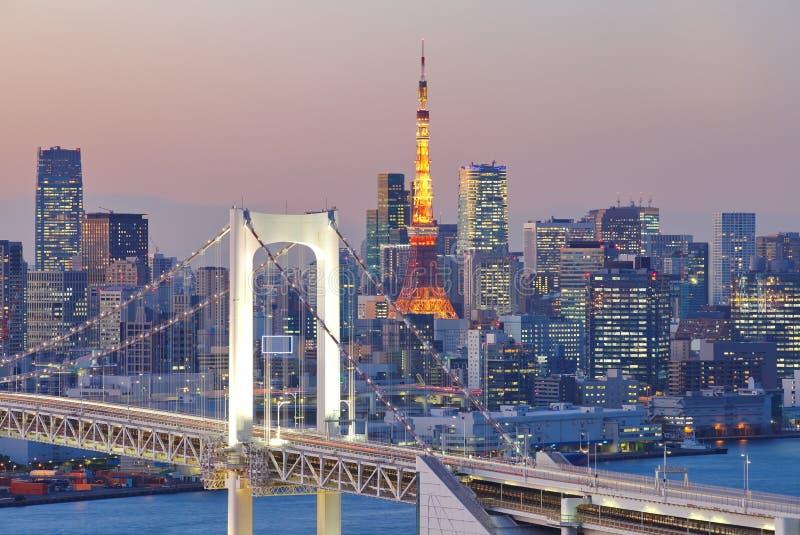 Puente del arco iris y torre de Tokio imagen de archivo