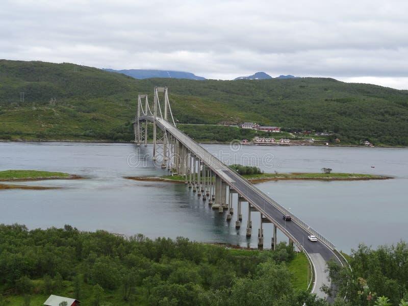 Puente del camino en las islas de Lofoten en Noruega fotos de archivo libres de regalías