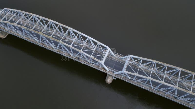 Puente del hierro sobre la opinión del río del abejón imagen de archivo libre de regalías