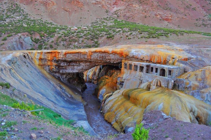Puente del inca (de Brug van Inca). Argentinië stock foto's