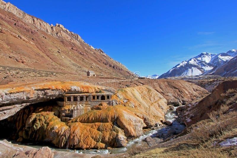 Puente del Inca, incas constrói uma ponte sobre o monumento natural, Mendoza, Argentina imagem de stock royalty free