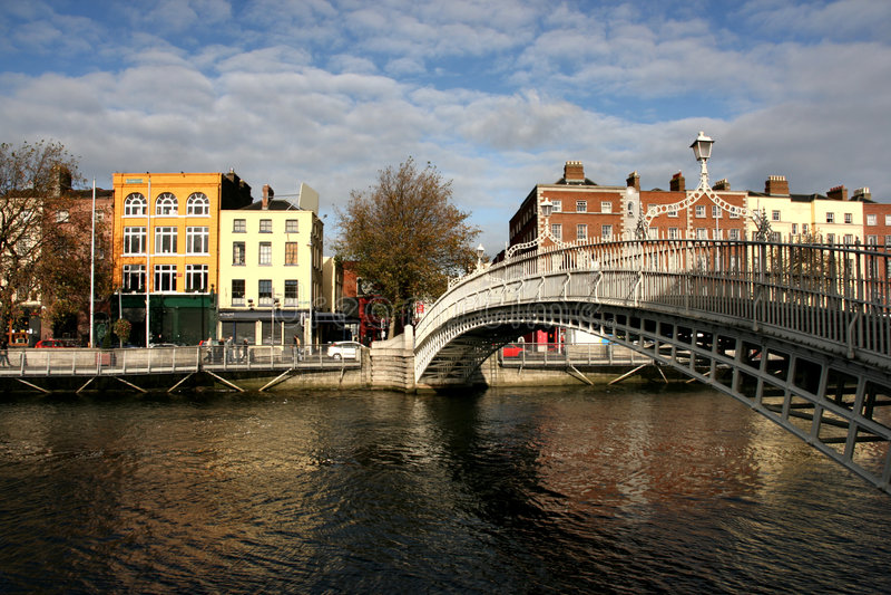 Puente del medio penique en Dublín fotografía de archivo