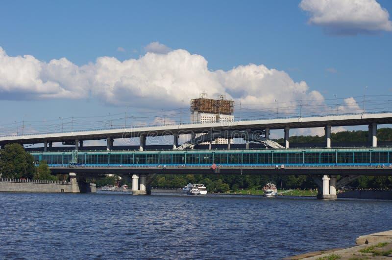 Puente Del Metro Y Academia De Ciencias Imagen de archivo libre de regalías