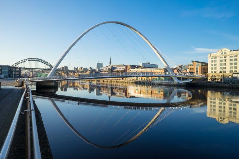 Download Puente Del Milenio De Gateshead Foto editorial - Imagen de peatón, sobre: 100535761