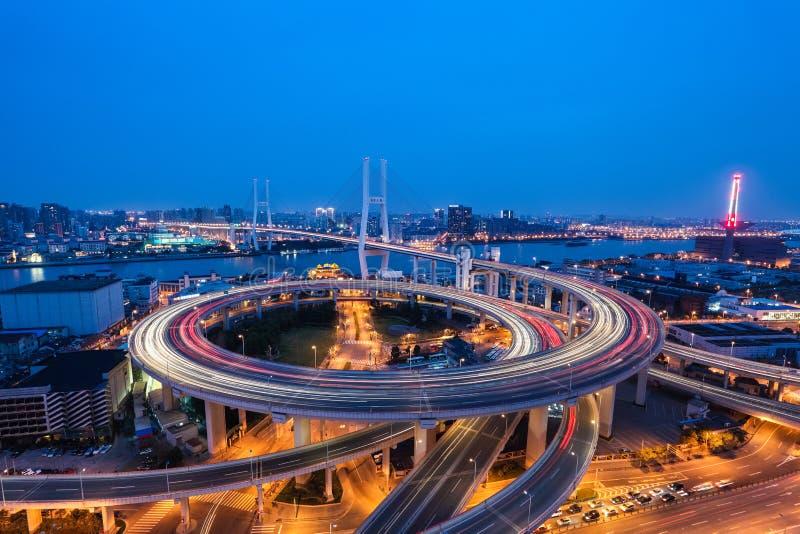 Puente del nanpu de Shangai en anochecer imagen de archivo libre de regalías